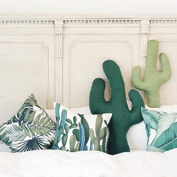 Cactus Throw Pillow (Dark Green)