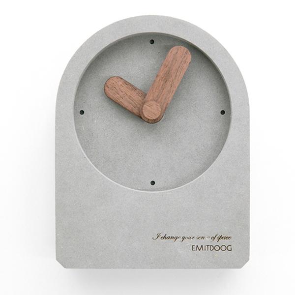 Emitdoog Clock