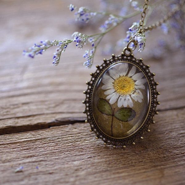 Vintage Daisy Flower Necklace